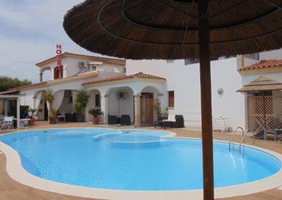 Hotel-il Platano-San-Teodoro la piscina